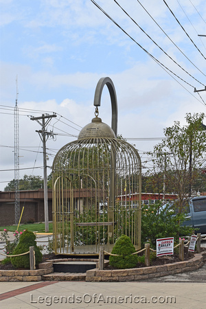 Casey, IL - Big Bird Cage