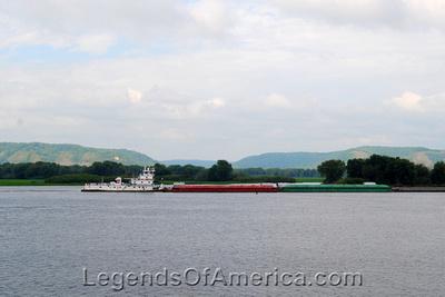 Lansing, IA - Mississippi River Barge