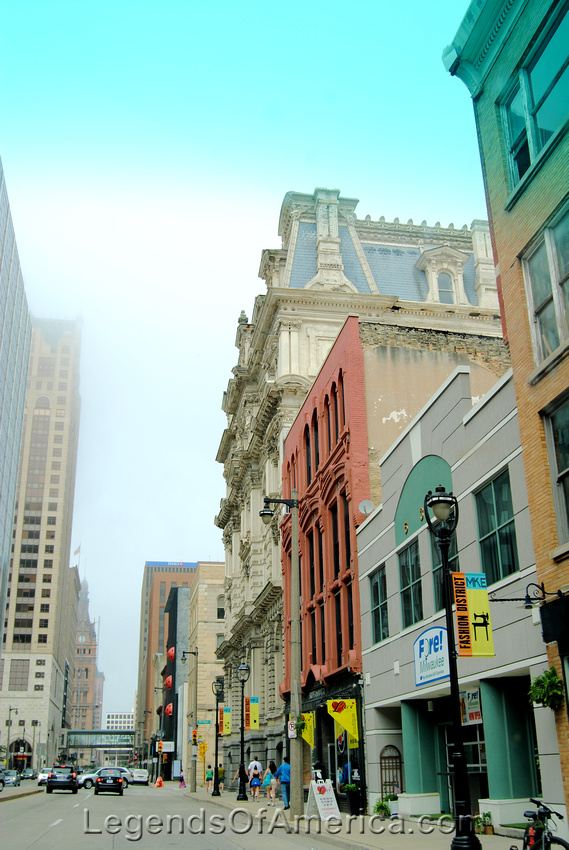 Milwaukee, WI - Downtown Fog-2