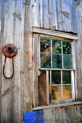 South Amana, IA -Hidden House-window