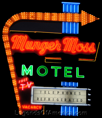 Lebanon, MO - Munger Moss Motel Sign at Night